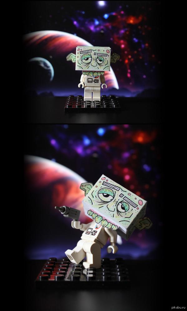 Братишка похерил голову от астронавта из Лего. Решил вернуть его к жизни (астронавта) паперкрафтом)