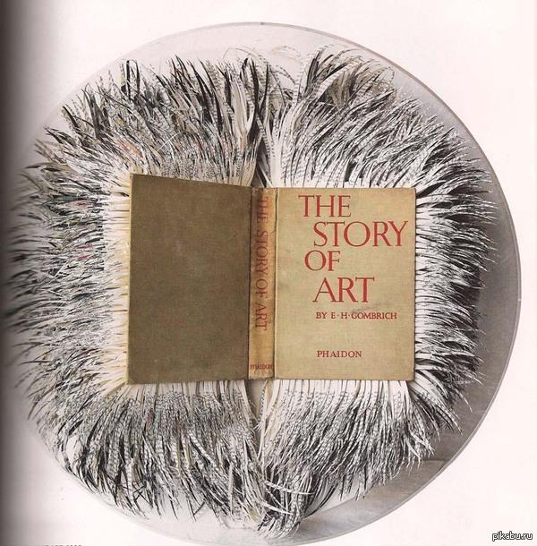 Книга об искусстве в руках художника Джорджия Рассел - книжный хирург ,ссылка на необычное искусство внутри