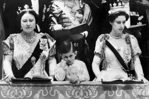 Кадр истории. Принц Чарльз во время коронации королевы Елизаветы II, 1952 г.