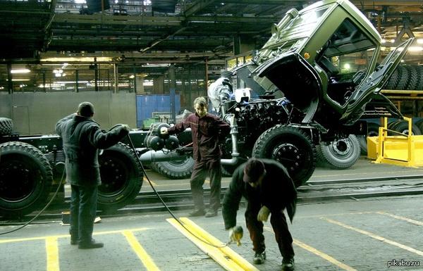 КАМАЗ предлагает создать искусственный город с полигоном для испытания беспилотных машин (Проект оценивается в 5 млрд рублей. Необходимость в подобном полигоне связана с тем, что КАМАЗ с июля приступит к испытаниям первого беспилотного грузовика)