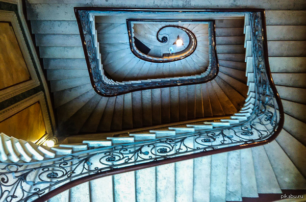Подруга попросила сфотографировать лестницу в универе Неожиданно понравилось