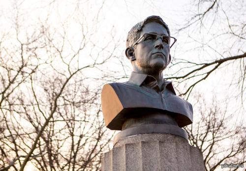 В Нью-Йорке установили памятник Эдварду Сноудену! Видео в комментах.