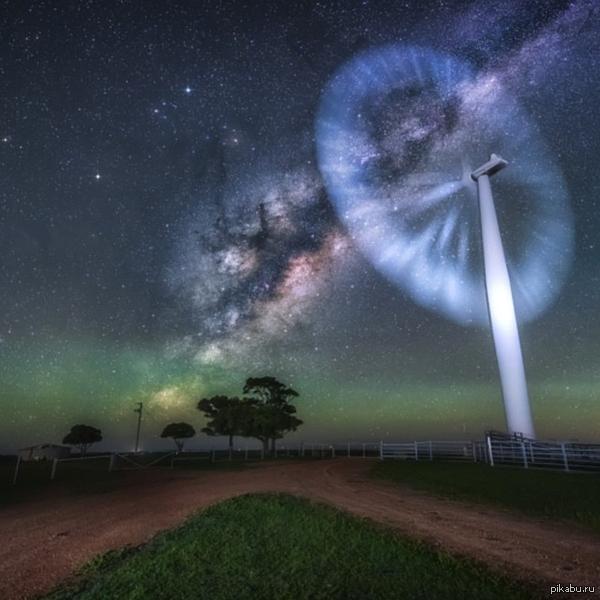 Млечный путь и ветряк. Длинная выдержка.  Австралийская ферма.