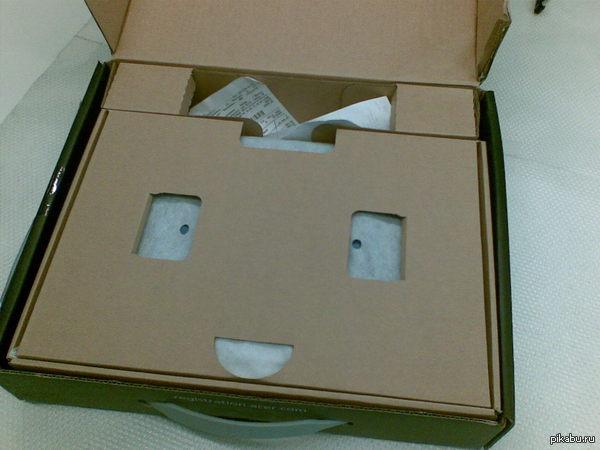 Веселая коробка Открываю коробку с ноутом, а там заряд позитива от дизайнера )