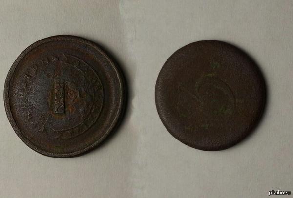 Нашел монетку или не монетку Сажали морковку и нашли вот эту монету (или не монету).  Что за монета (или не монета) не знаем.  Просим помощи у Пикабушников :)