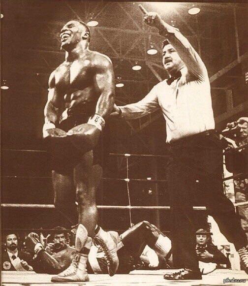 """Тайсон о боксе... """"Бокс изменился с тех пор, как я выступал на ринге. Теперь эти ребята бизнесмены"""".    Майк Тайсон, о бое Флойда Мейвезера и Мэнни Пакьяо."""