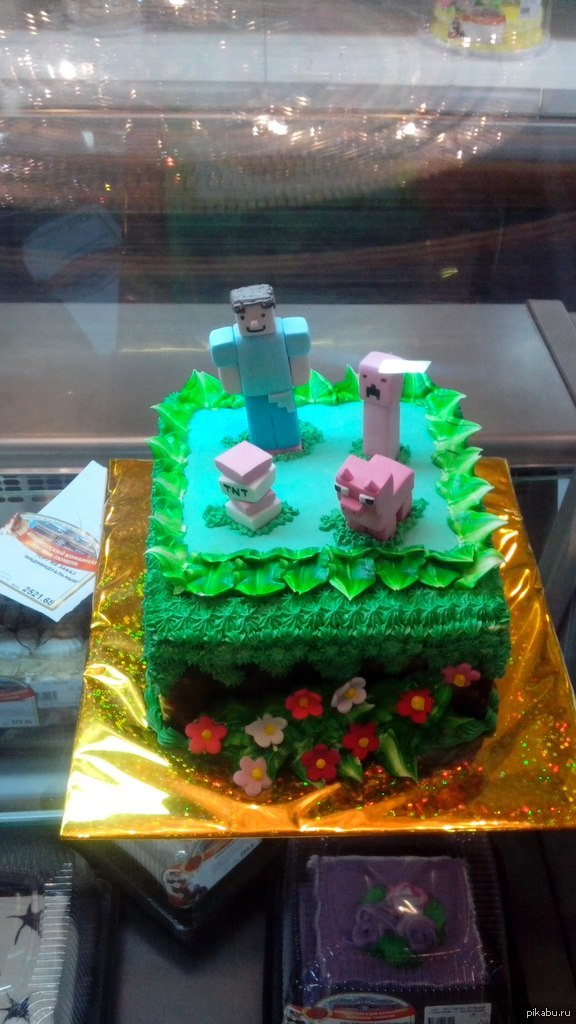 Майнторт Наткнулся на такой вот торт в нашей кондитерке. Главгерой походу оторвал крипперу лапы и покрасил в розовый. Бессмыслено и беспощадно.