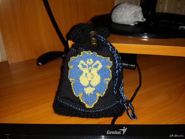 Мешочек для монет. Моя девушка на новый год подарила мне вязаный мешочек для монет =)  Так же можно использовать как чехол для телефона.
