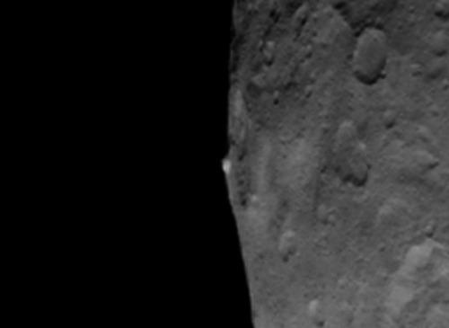 Гора на Церере, карликовой планете в поясе астероидов На её орбиту недавно вышел аппарат Dawn