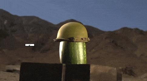 Стрельба разрывными пулями в кевларовый шлем. Замедленная съемка