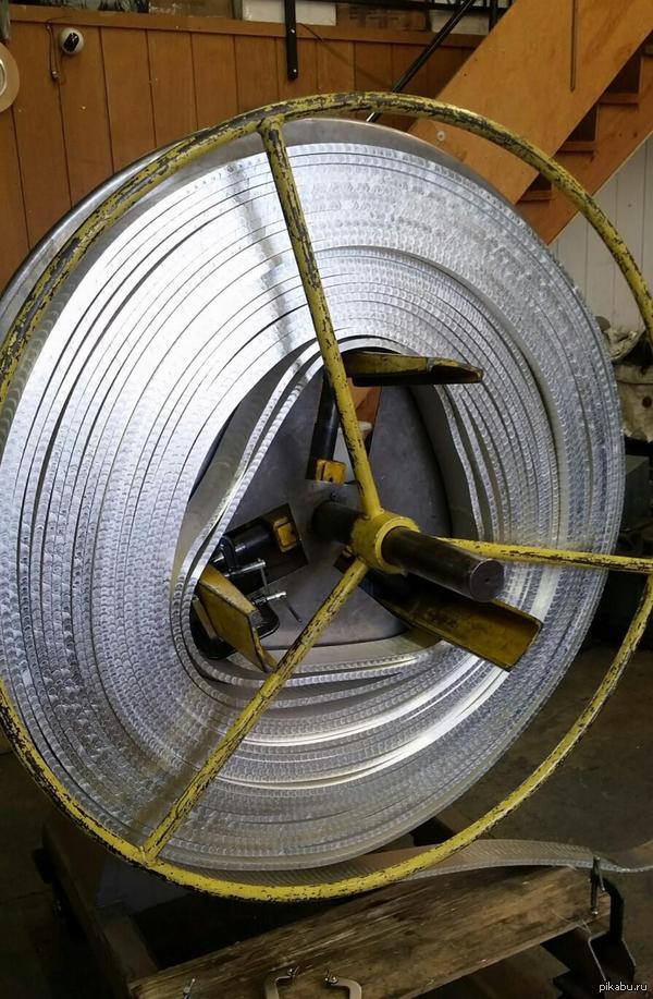 Почти 600 кг чистого серебра готовы быть разрезаны на монеты, рыночная стоимость 336 000  $..