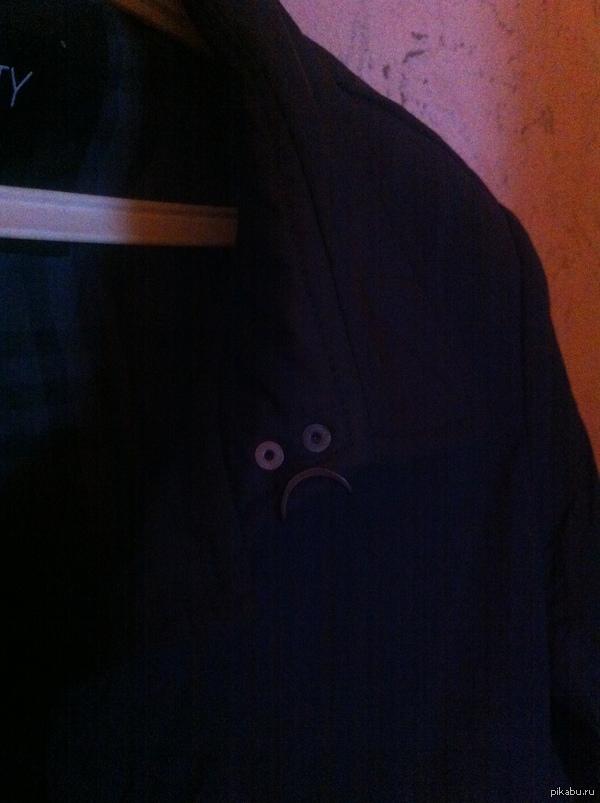 Мое новое пальто чем то очень не довольно Только что заметил...(