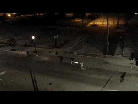 Но ведь магией нельзя пользоваться вне Хогвартса?!? Маглы увидят обычную ночную улицу.