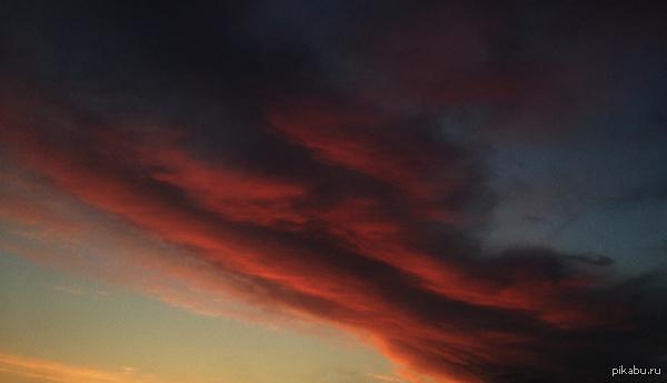 Огненный закат 30 мая 2015, Санкт-Петербург. Фотографировал на iPhone 4S.