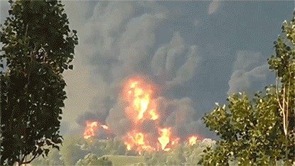 Момент взрыва на нефтебазе БРСМ под Киевом 7,89мб