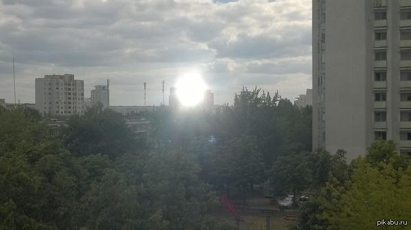 Национальная библиотека Беларуси, самое большое зеркало в мире! Пускает самые большие солнечные зайчики!