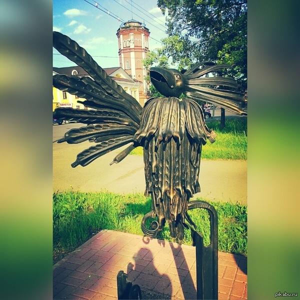 Птица Говорун отличается умом и сообразительностью Просто прогуливалась по городу и нашла такой памятник. Любимый персонаж из любимого мультика детства :)