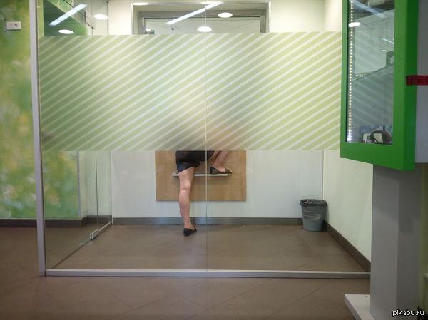 В Сбербанке. В Иркутском сбере сейчас видел такую картину. Было чувство, что она пытается залезть в окно и набить морду кассиру)