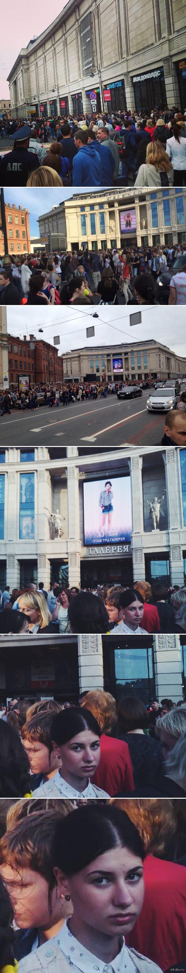 Новая забава в Петербурге - купи билет в кино и эвакуируйся из Галереи В связи с регулярными сообщениями о минировании, ТРЦ Галерея эвакуируют практически каждый день. Не очень хорошая тенденция намечается...