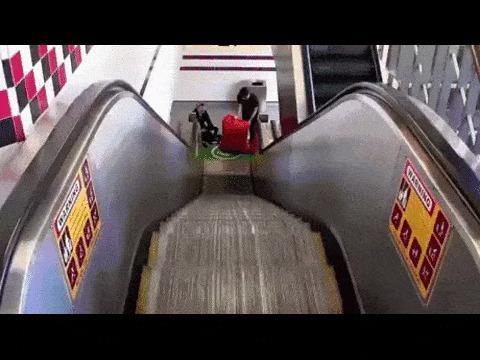 Похоже азиат не очень доволен происходящим. И  еще он немного в замешательстве. видео здесь: http://www.youtube.com/watch?v=c5P-c7rc4bA