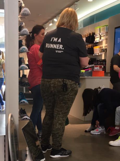 Я очень сомневаюсь в этом... Бегун, Женщина, Обувь, Магазин, Обувной магазин, 9gag
