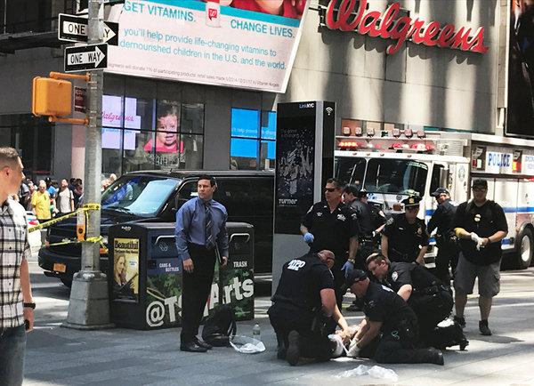 В Нью-Йорке автомобиль въехал в толпу пешеходов США, Нью-Йорк, Новости