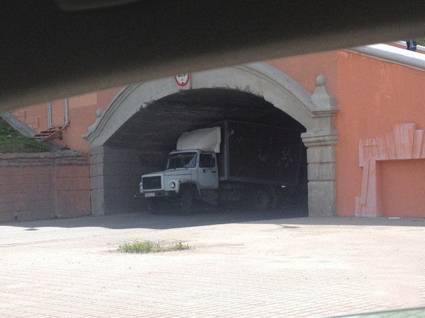 Арка-магнит Дураки и дороги, Грузовик, Куда ты лезешь?, Длиннопост, Нижний Новгород