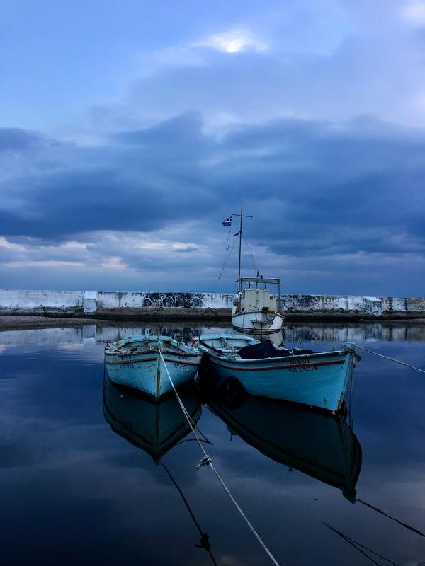 Закат на набережной афины, фотография, море, набережная, тучи, закат, лодка, вечер, длиннопост