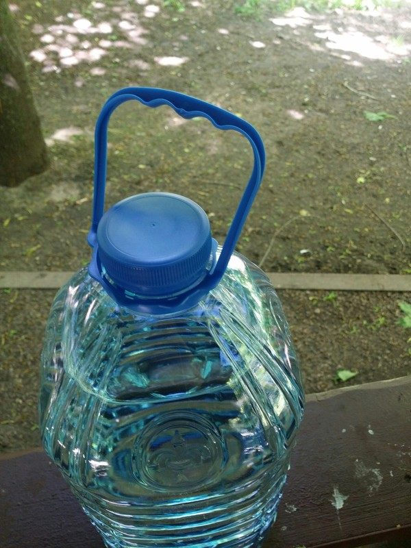 Вопрос к производителям бутылок 5л вода, пальцы