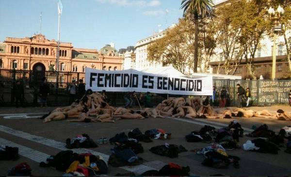 Аргентинские феминистки устроили голую акцию протеста против насилия Аргентина, феминистки, фемицид, FACC, протест, длиннопост