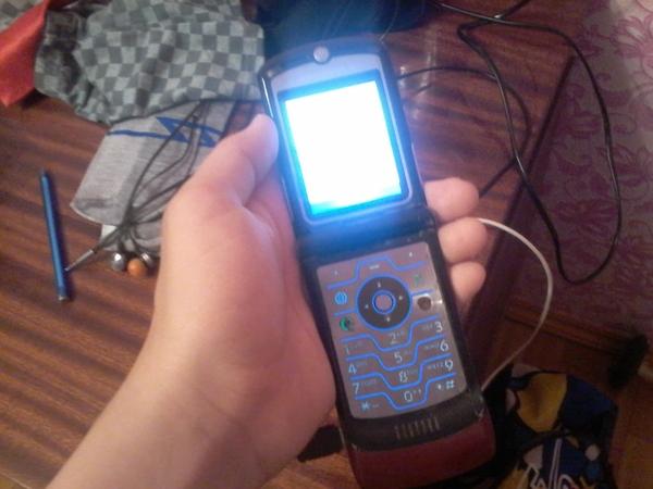 Минутка ностальгии,нашел у друга,на зарядку ставится,только выключается постоянно Моторола, Motorola RAZR V3, Ностальгия, Длиннопост