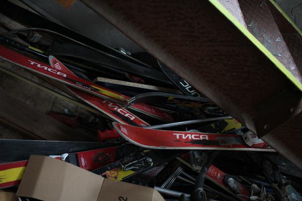 Заброшенная горнолыжная школа Горные лыжи, школа, заброшенное, лыжи, длиннопост