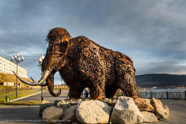 Мамонт, выполненный из металлолома, установлен на берегу бухты Нагаева магадан, Россия, скульптура, мамонт, Интересное, металл, своими руками