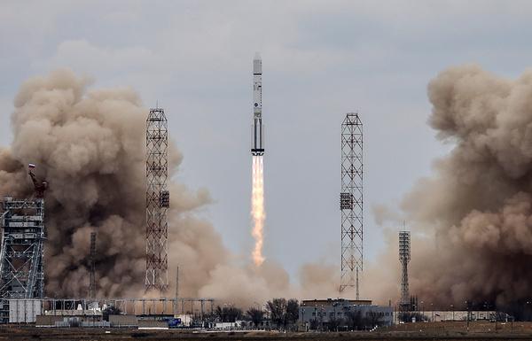 Успешно запущена ракета-носитель Протон-М космос, Протон-М, Байконур, роскосмос, видео, длиннопост