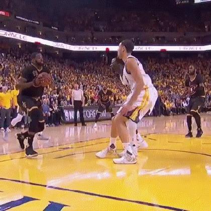 Грин спасает партнера по команде от очень опасного падения Баскетбол, NBA, Гифка
