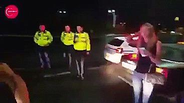 Finish him. Удар, Нокаут, Пьяный водитель, Полиция, Гифка