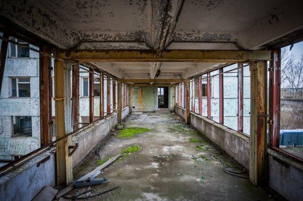 заброшенный завод в киришах голое
