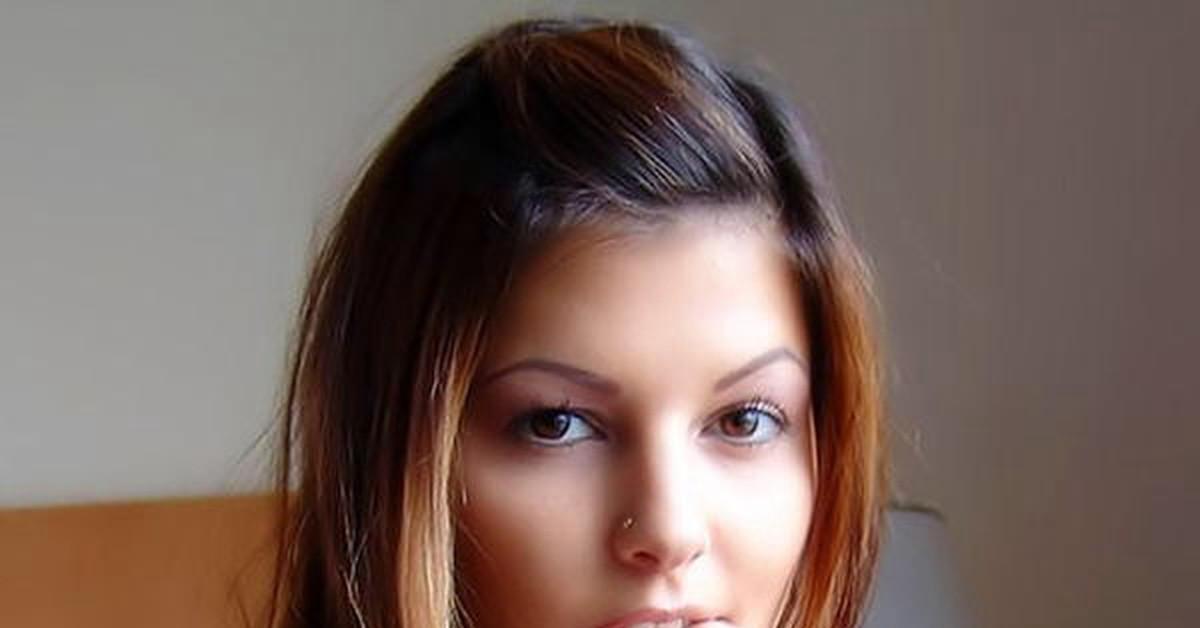 Милая девушка в сперме фото