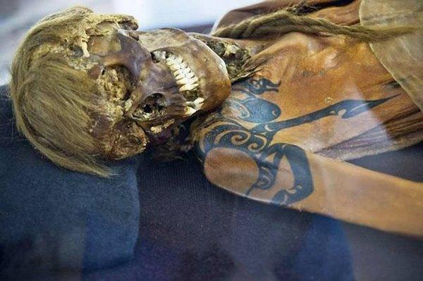 Татуированные мумии Алтая Археология, Алтай, Пазырыкская культура, Скифы, Кочевники, Мумия, Длиннопост