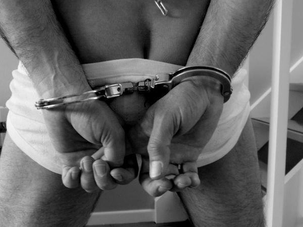 он на нее наручники секс надел рассказы.