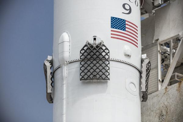 Ускоренная видеозапись посадки первой ступени Falcon 9. spacex, Falcon 9, ракета-носитель, Илон Маск, космос, лента, видео, длиннопост