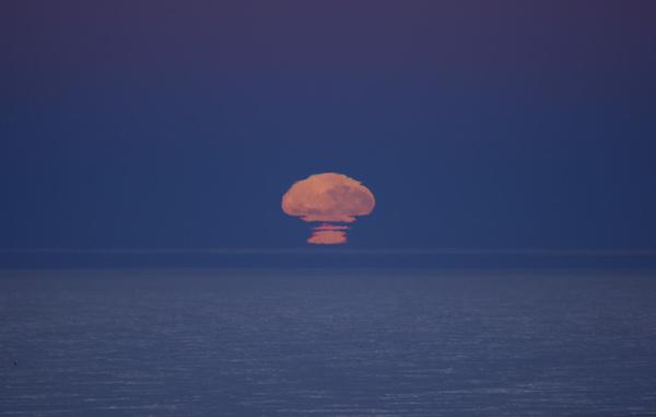 Восход Луны на южном полюсе луна, южный полюс, астрофото, снег