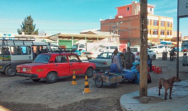 Лада-Седан-Furia Roja. Боливия, деревня Патакамайя, прямо сейчас (сижу жду маршрутку к вулканчикам). Путешествия, Боливия, Авто, АвтоВАЗ, Еда, Фотография, Америка, Автобус