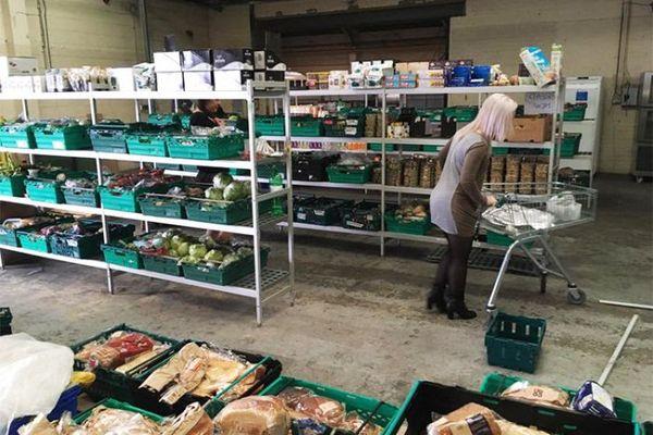 В Великобритании открылся магазин просроченных продуктов Англия, Великобритания, продукты, еда, просрочка, просроченные продукты, Магазин, продукты питания, длиннопост