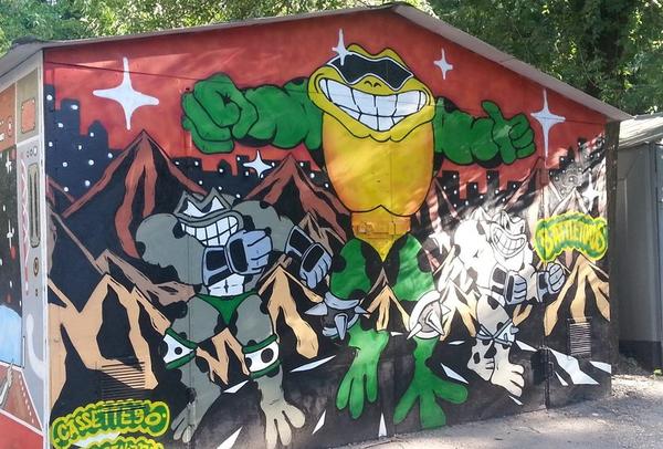 Когда решил срезать путь домой через дворы, и  наткнулся там на такой гаражик гараж, граффити, космонавт, Battletoads