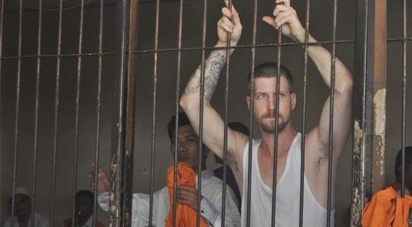 Заключённый, сбежавший из тюрьмы с помощью вилки, развлекается в Европе и выкладывает это в соцсети Преступник, Сбежал, Новости, Социальные сети
