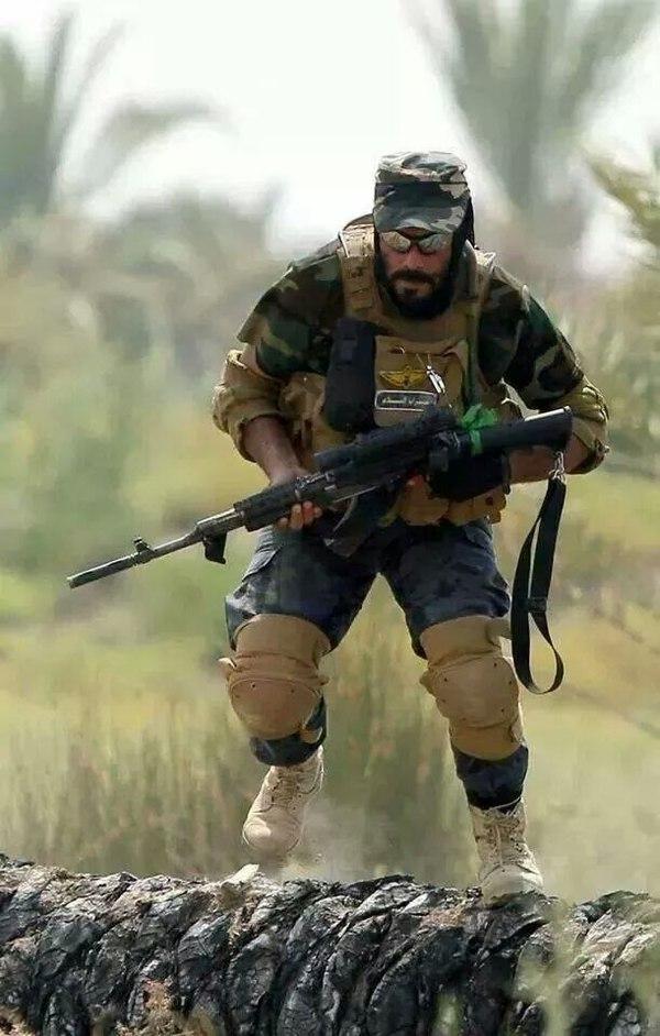 Иранский доброволец, воюющий против ИГИЛ.  Сирия, 2016 г.