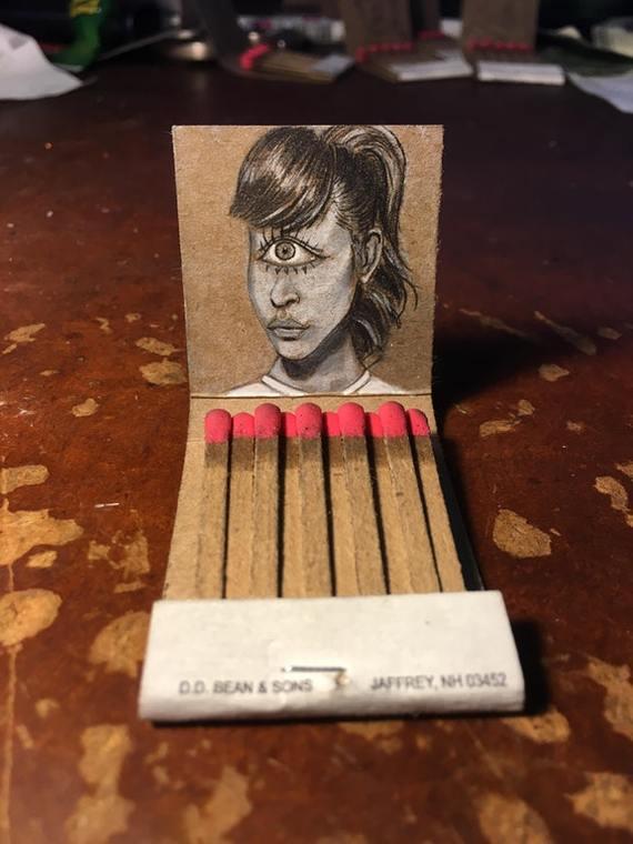 Реалистичный рисунок Лиллы из футурамы на спичечном коробке