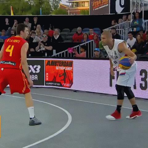 Эффектный проход баскетболиста сборной Сербии Баскетбол, Стритбол, Чемпионат Европы, гифка