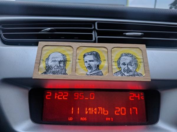 Немного икон в машине Машина, Икона